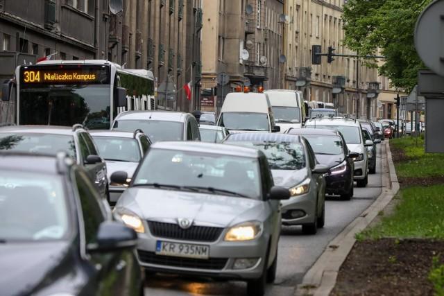 Przygotowywane są przepisy dotyczące możliwości ograniczania ruchu w centrach miast, w tym także w Krakowie, w ramach wprowadzania Stref Czystego Transportu.
