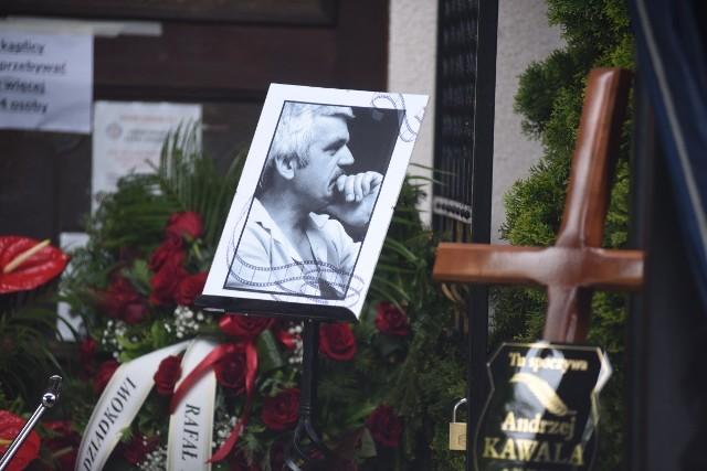 Andrzej Kawala, wieloletni dyrektor Lubuskiego Lata Filmowego w Łagowie, prezes Klubu Kultury Filmowej w Zielonej Górze spoczął w piątek, 14 maja 2021 r. na zielonogórskiej nekropolii