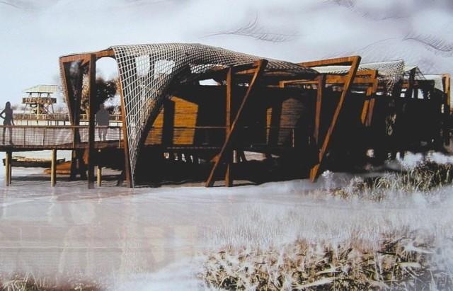 - Każda z tych prac ma w sobie to coś - mówi Mirosław Siemionow, przewodniczący jury konkursowego.Przyznano trzy równorzędne nagrody. Anna Konopko zaprojektowała stanowisko obserwacji ptaków w Dojlidach. Składałoby się z drewnianych pomostów obleczonych rybackimi sieciami.