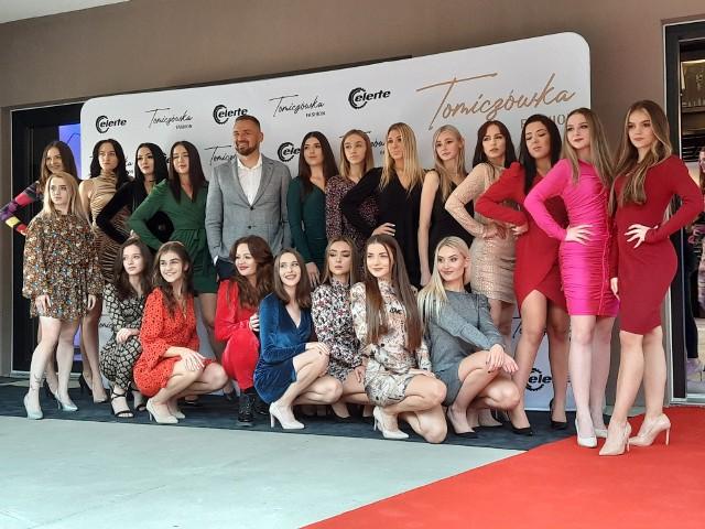 """Pokaz mody """"Tomiczówka Fashion Night"""" z udziałem finalistek Miss Województwa Świętokrzyskiego w Mieronicach."""