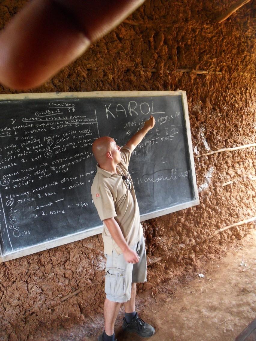 Najważniejszym doświadczeniem  był wolontariat szkoleniowy w Etiopii w 2016 roku, gdzie pracowałem ponad miesiąc szkoląc etiopskich nauczycieli z tego jak zakładać i prowadzić biblioteki szkolne. Dodatkowo instalowałem na prowincji oświetlenie fotowoltaiczne w etiopskich szkołach - mówi Karol Baranowski/fot. archiwum Karola Baranowskiego