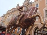 Pomnik księcia Kazimierza I Opolskiego stanął na Rynku w Opolu [zdjęcia, wideo]