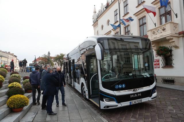Autobus w wersji 12-metrowej ma być w styczniu testowany przez MPK i wówczas będą mogli ocenić go także rzeszowianie. Testy mają związek z planami zakupu kolejnych ekologicznych pojazdów komunikacji miejskiej.