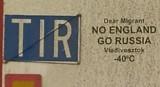Ten napis ma chronić przed uchodźcami: No England, go Russia. Vladivosztok - 40° C