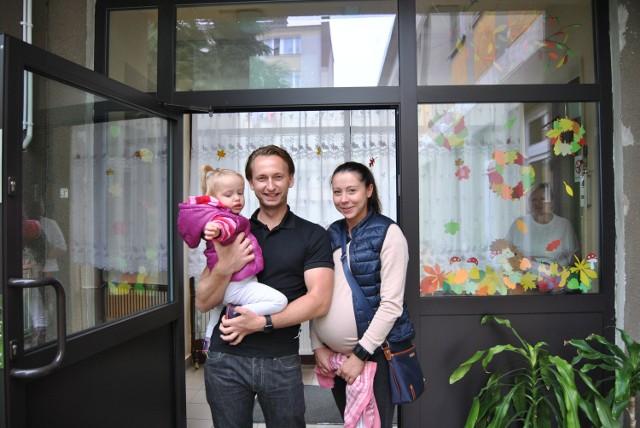 Mała Maja uwielbia spędzać czas w Żłobku Miejskim w Chrzanowie. Jej rodzice Eliza i Maciej liczą, że dzięki utworzeniu nowych miejsc ich kolejne dziecko także będzie mogło chodzić do tej placówki