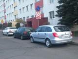 Jak oni parkują: parking na drodze pożarowej