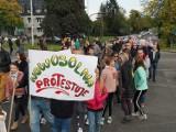 Nowosolna blokada skrzyżowania. Mieszkańcy osiedla protestowali przeciwko miejscowemu planowi zagospodarowania przestrzennego ZDJĘCIA