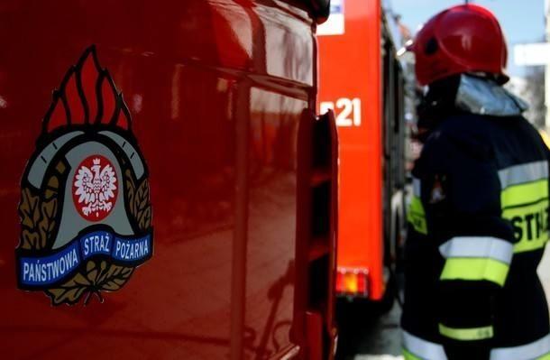 W pożarze w miejscowości Ciecholewy ranna została jedna osoba.