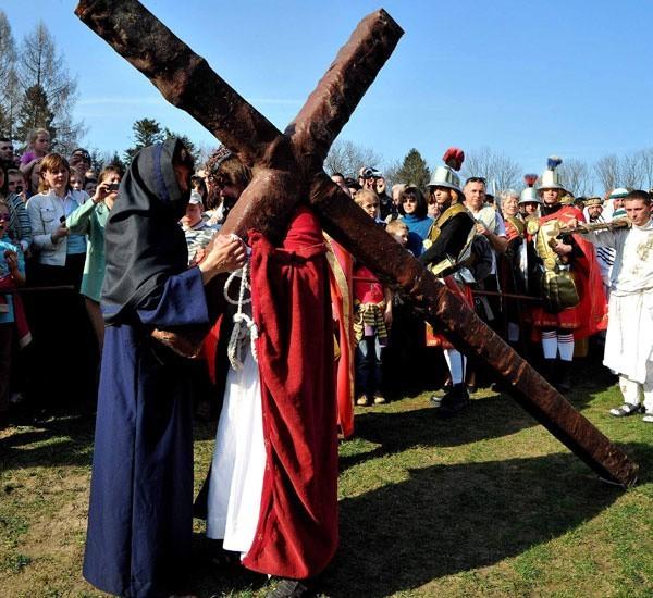 Coroczne misteria gromadzą tłumy wiernych.