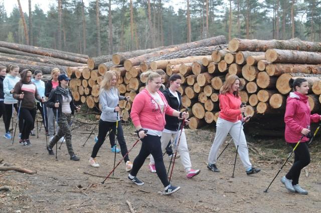 Ekolodzy uważają, że lasy są wspólnym dobrem obywateli i cennych przyrodniczo działek nie można oddawać na rzecz inwestycji podyktowanej polityką państw.