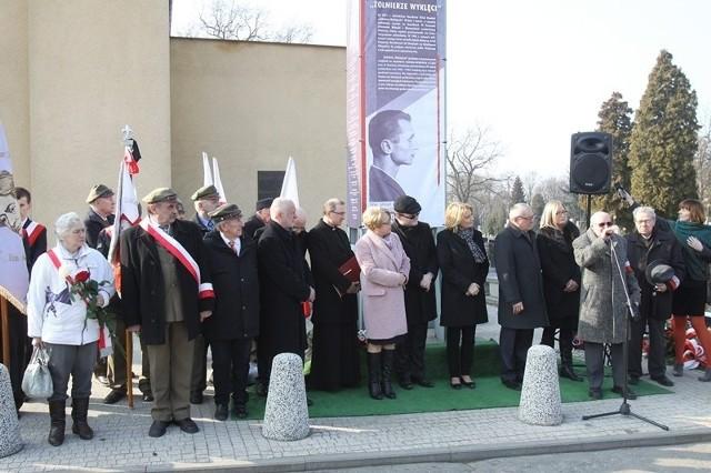 Uroczystości rozpoczęły się przy kaplicy na cmentarzu.