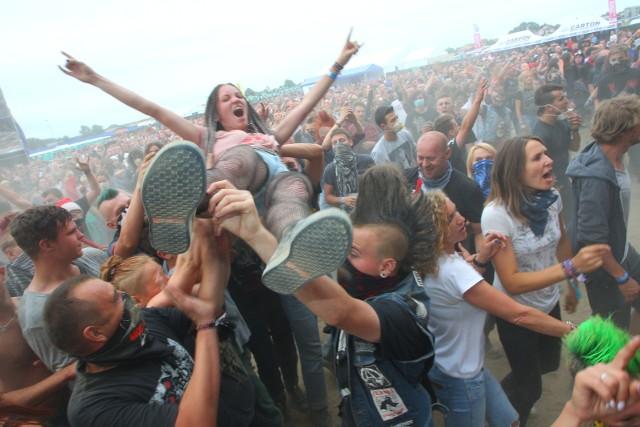Dżem, Sebastian Riedel & Cree i Renata Przemyk to jedne z gwiazd tegorocznej edycji kultowego Jarocin Festiwal. Fani rockowych brzmień będą bawić się przez całe dwa dni, wypełnione koncertami zarówno popularnych zespołów, jak i obiecujących debiutantów.