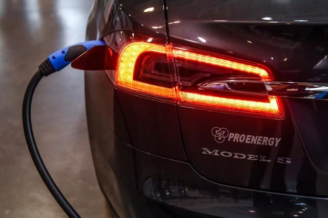 W Uniejowie powstaną stacje dla samochodów elektrycznych