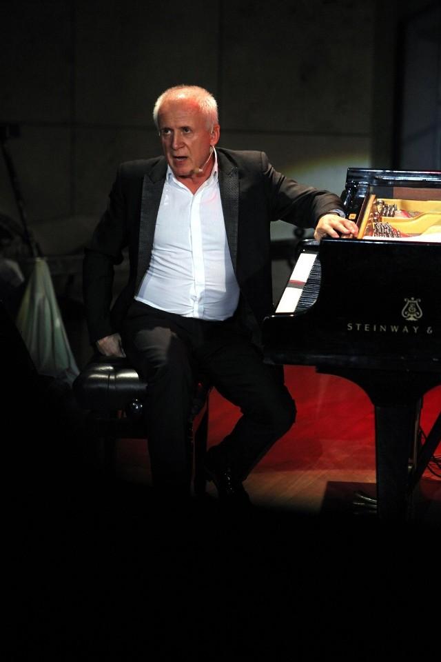 Waldemara Malickiego i jego Filharmonii Dowcipu słuchamy 10 lat. W poznańskiej Sali Ziemi zagra ona w najbliższą sobotę