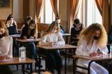Matury 2021. Znamy potwierdzoną datę tegorocznych egzaminów dojrzałości. Na zdających czeka wiele ułatwień [HARMONOGRAM] 6.05.2021