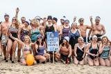 W kurorcie miłośnicy zimnych kąpieli w Zatoce Gdańskiej kąpali się po raz ostatni! Sopocki Klub Morsów zamyka sezon 2021 [zdjęcia]