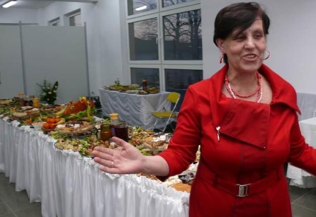 Elżbieta Dobosz, właścicielka galerii we Włoszczowie, z okazji otwarcia nowych sklepów, zorganizowała superimprezę ze szwedzkim stołem.