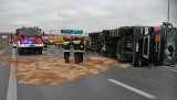 Wypadek na A1. Przewróciła się cysterna, autostrada w  kierunku Łodzi zablokowana! [zdjęcia]