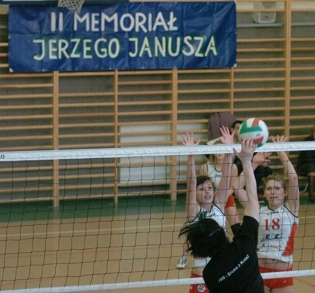 Memorial Jerzego Janusza w JaśleDrugi turniej im. Jerzego Janusza, trenera kobiecej siatkówki rozegrano w sobote w Jaśle. Wziely w nim udzial cztery druzyny.