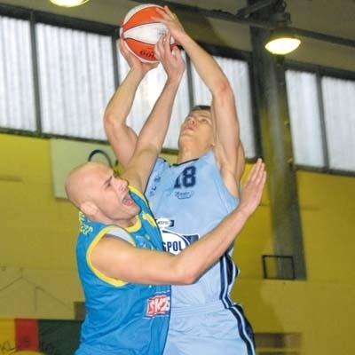 Andrzej Misiewicz (przy piłce) jest jednym z najbardziej efektownie grających koszykarzy Żubrów Białystok