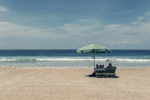 Wakacje nad morzem nie muszą oznaczać wypoczywania na zatłoczonej plaży wśród tłumu turystów. Sprawdź naszą listę mniej popularnych plaż nad Bałtykiem. Tutaj wypoczniesz w ciszy i spokoju.Aby przejść do listy, przesuń zdjęcie gestem lub naciśnij strzałkę w prawo.