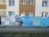 Murale na osiedlu Słonecznym w Gorzowie są jak galeria pod chmurką! Dzięki specjalnym kodom można zobaczyć, jak powstawały