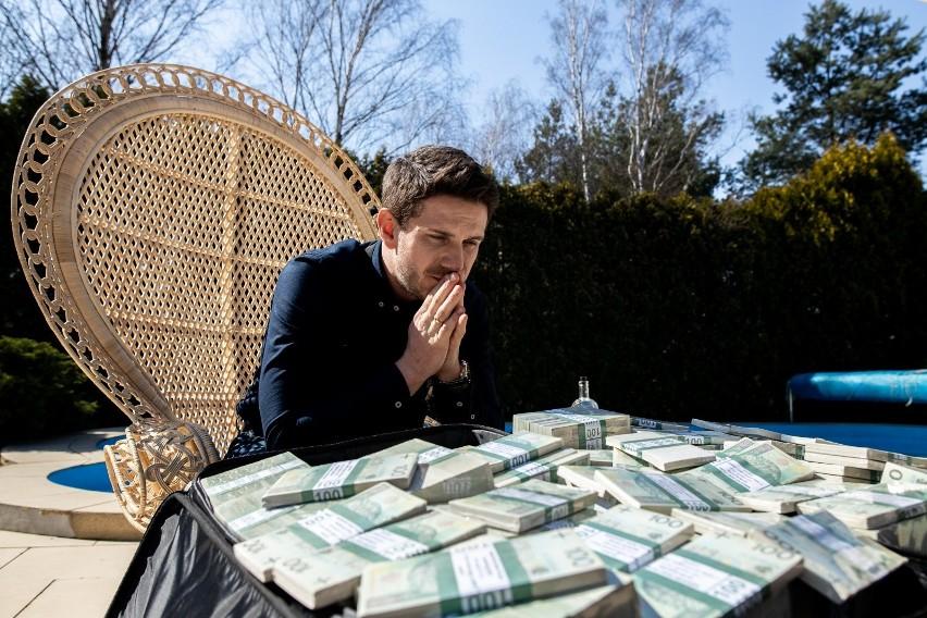 """Patryk Vega twierdzi, że w """"Pętli"""" Antek Królikowski stworzył kreację na miarę Leonardo Di Ca[rio w """"Wilku z Wall Street"""""""