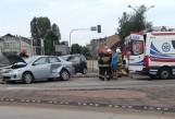 Wypadek na DK1 w Siewierzu. Na skrzyżowaniu zderzyły się dwa samochody. Trasa na Częstochowę częściowo zablokowana