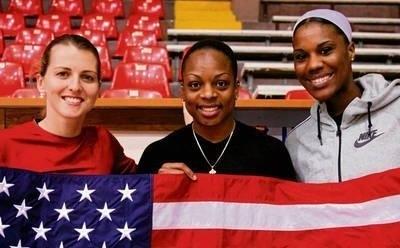 Amerykańskie gwiazdy WNBA w Krakowie (od lewej): Allie Quigley, Danielle McCray i Jantel Lavender FOT. KRZYSZTOF PORĘBSKI