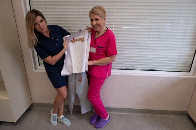 Małgorzata Sawicka-Żukowska i Iwona Buchowiec prezentują wyprawkową piżamkę