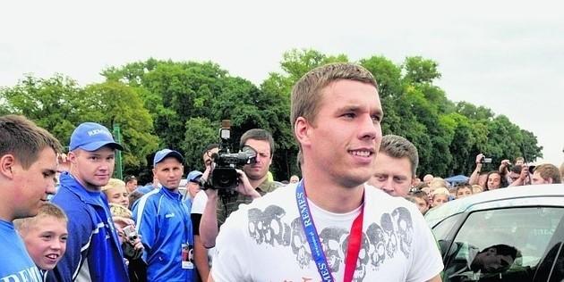 Łukasz Podolski podczas spotkania z piłkarską młodzieżą 13 lat temu na turnieju Remes Cup w Opalenicy
