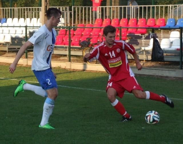 Piotr Wiertel (z lewej) i jego koledzy z Unii, derby Oświęcimia na stadionie rezerw Soły wygrali na farcie. Nie wyciągnęli z tego wniosków, więc przegrali na boisku ostatniej drużyny V ligi wadowickiej, w Paszkówce.