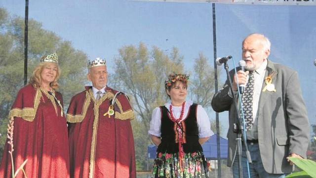 Z lewej książęca para Danuta Król i Jan Pajka, z prawej prof. Andrzej Dubiel