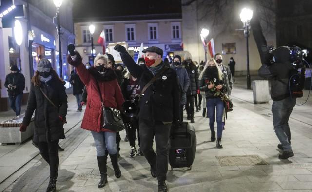 W międzynarodowy Dzień Kobiet ulicami Rzeszowa przeszedł Strajk Kobiet.