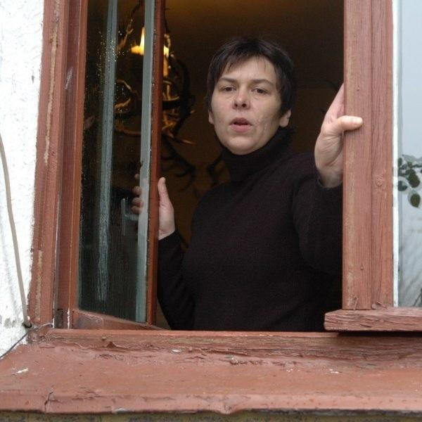 Sabina Dylong z Błachowa poszła do sądu, żeby zmusił gminę do remontu jej mieszkania.
