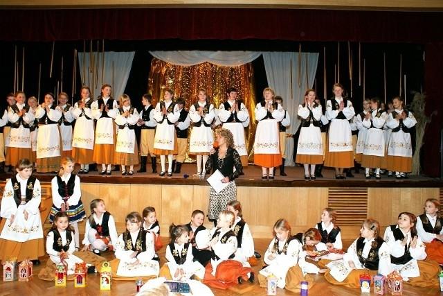 Młodzi Borowiacy na scenie