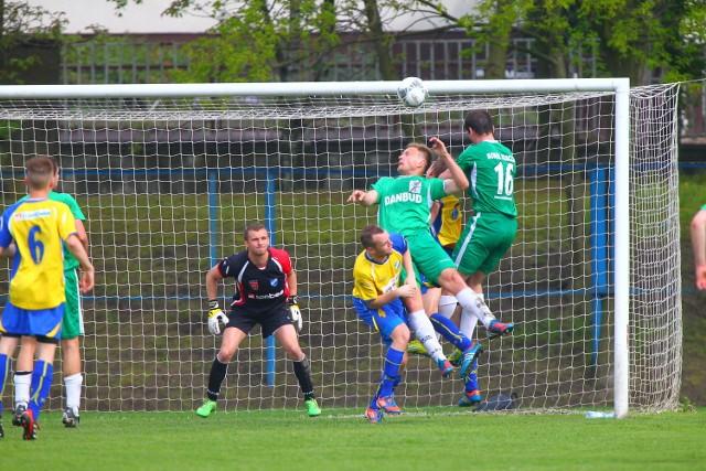 Piłkarze Sokoła w zielonych strojach
