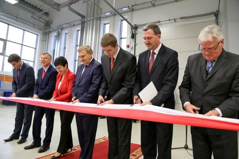 Nowa hala w MechaniakuInwestycja była możliwa dzięki dotacji z budżetu Białegostoku (który zarządza szkołą) w wysokości 8 mln zł oraz dofinansowaniu w kwocie 2 mln zł ze środków unijnych z Regionalnego Programu Operacyjnego Województwa Podlaskiego - powiedziała dyrektorka szkoły Małgorzata Kiebała.http://get.x-link.pl/674fc4b5-d99a-383d-9a6e-31c8121ebba1,96a62bea-536e-72a5-d329-d1707b5f9cbe,embed.html
