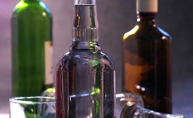 Aparaturę do wyrobu alkoholu etylowego oraz blisko 70 butelek tego trunku znaleźli na posesji 64-latka hrubieszowscy policjanci