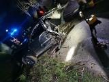 Wypadek na drodze wojewódzkiej 650. Samochód rozerwało na dwie części. W środku nikogo nie znaleziono
