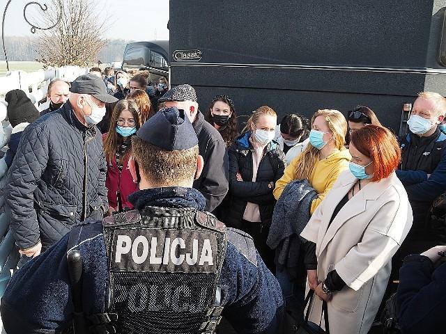 Na licytację komorniczą koni przyjechali kupcy z całej Polski. Musiała interweniować policja i sanepid