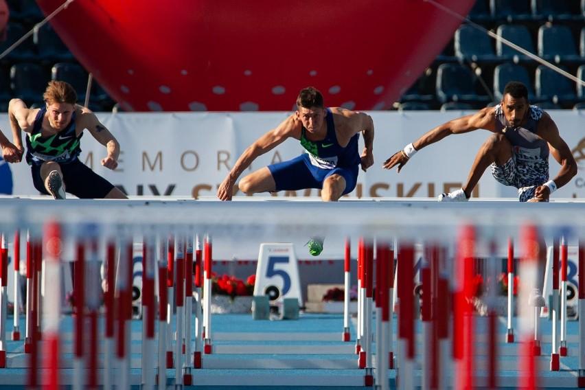Damian Czykier zajął drugie miejsce w biegu na 110 metrów...