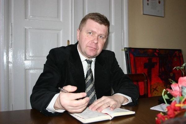 Janusz Szkodny, dyrektor Centrum Opieki Medycznej w Jarosławiu uważa, że w kierowanej przez niego placówce nie ma więcej niedociągnięć jak w wielu innych na Podkarpaciu.