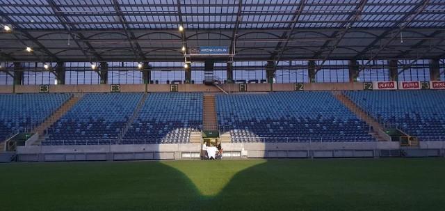 Przyszły Pan Młody oświadczył się swojej partnerce na lubelskim stadionie