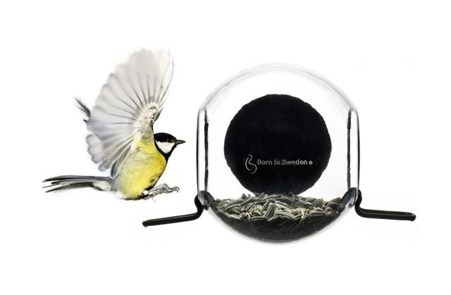 Karmnik Born in SwedenNietypowe karmniki dla ptaków (ZDJĘCIA)