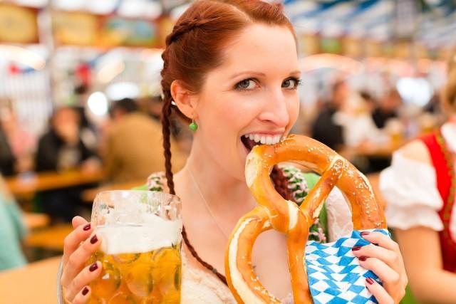 Nie powinno dziwić, że większe zainteresowanie miastem w czasie trwania święta piwa wiąże się ze wzrostem cen lotów i zakwaterowania właśnie w tym okresie.
