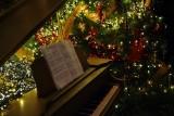 Poczuliśmy już magię świąt. W tym roku piosenek świątecznych słuchamy wcześniej niż w ubiegłych latach. Jakich najczęściej?