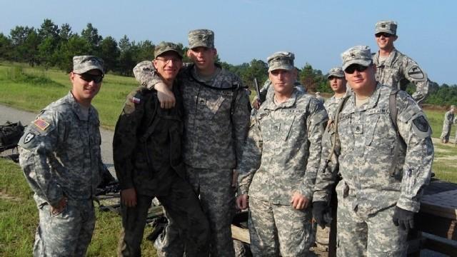 Kpr. Marcin Gaczyński z 17. WBZ przez sześć tygodni razem z amerykańskimi żołnierzami poznawał tajniki działań wojsk lądowych.