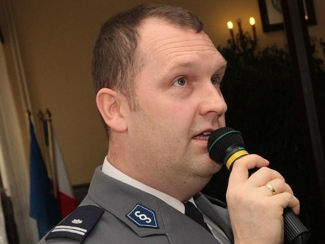 Radosław Mazur od grudnia 2010 r. był komendantem powiatowym policji w Międzyrzeczu. Dziś komendant główny policji nadinspektor Marek Działoszyński awansował go na stanowisko zastępcy dyrektora swojego gabinetu.
