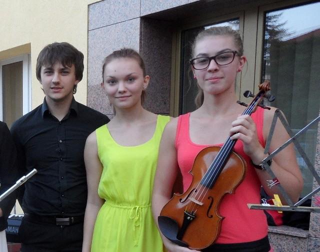 Dominik Kisiel (keyboard), Weronika Bagniewska (skrzypce) i Beata Prus (skrzypce).